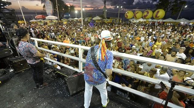 Armandinho encerra projeto 'Pôr do Sol' ao som da guitarra baiana