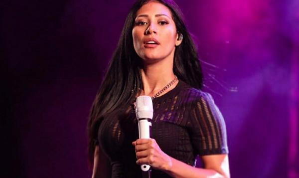 Simaria ficará afastada dos palcos por 30 dias; cantora sofre de tuberculose