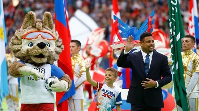 Em cerimônia com Ronaldo em destaque, russos decretam o início da Copa 2018