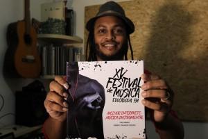 FESTIVAL DE MÚSICA DA EDUCADORA Na foto: Ruan de Souza - intérprete vencedor na categoria música Foto: Paula Fróes/GOVBA