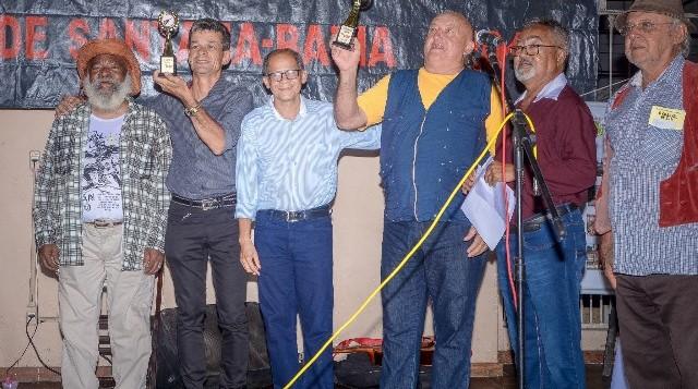 Riachão: Nadinho vence Festival de Violeiros de Feira de Santana