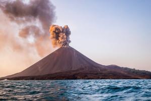 erupcao-krakatau-1267127233